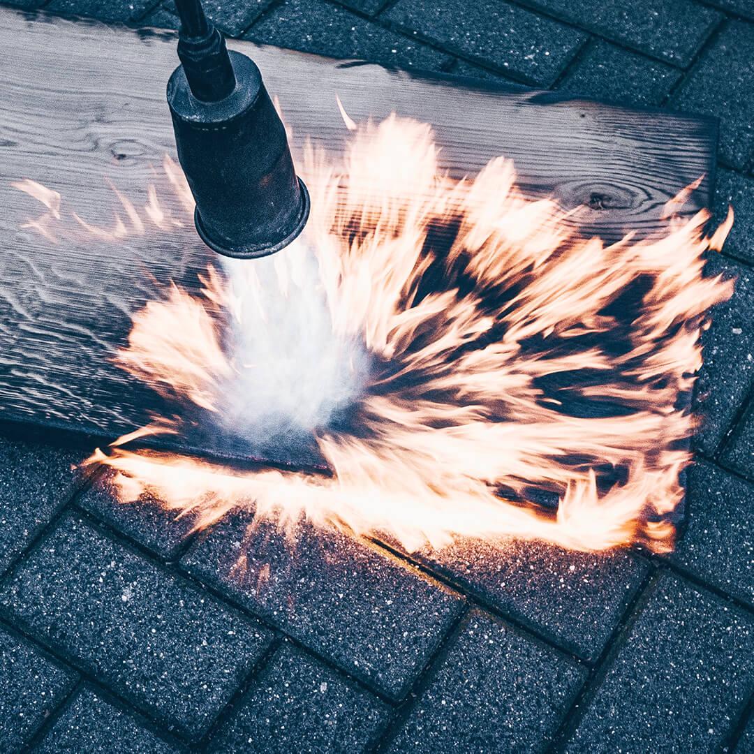Die Flamme erzeugt Würfelbrand