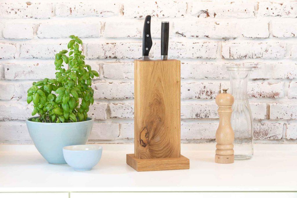 Messerblock Öttken natur geölt ohne Tabletnut in Frontalansicht im Küchensetting