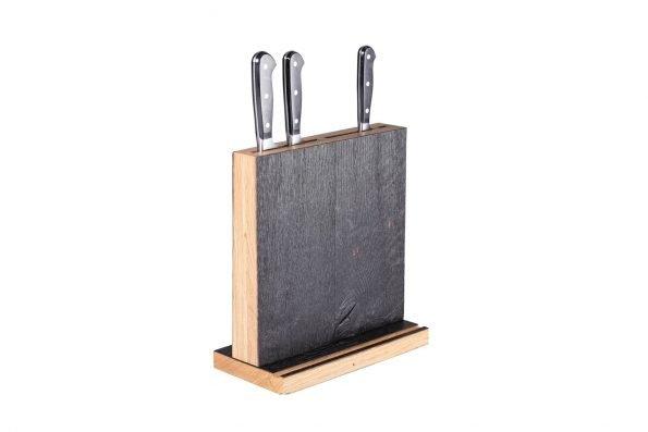 Messerblock Swatkiel geköhlt mit Tabletnut und Messern in schräger Seitenansicht