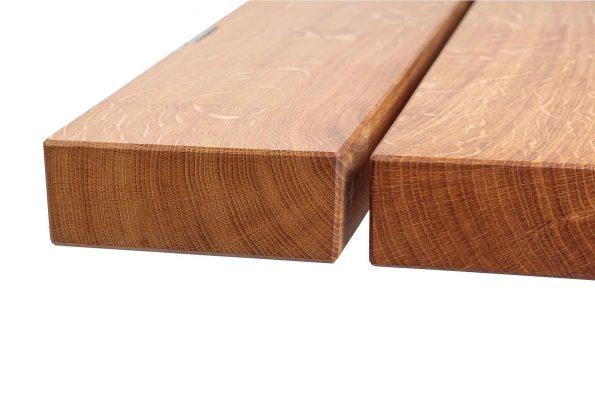 Detailfoto der beiden Holzbohlen der Sitzfläche von Bank Gaitling