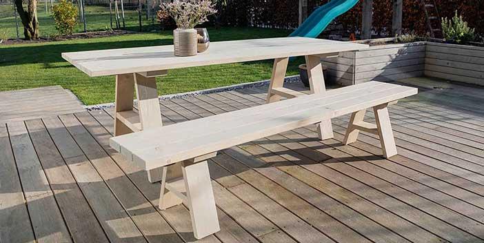 Gartenmöbel aus nachhaltigem Massivholz