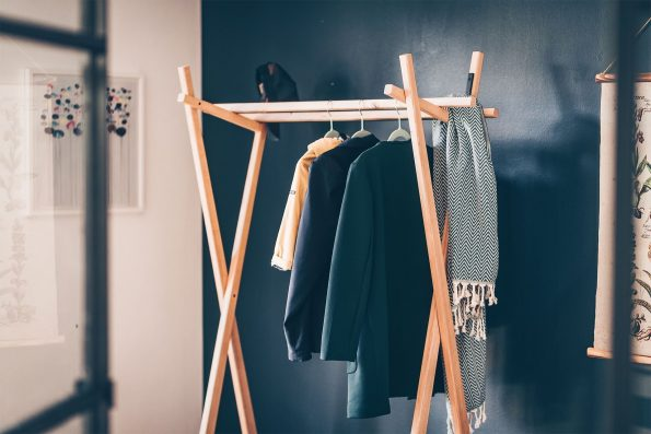Garderobe RAIGEL aus massivem, nachhaltigem Eichenholz