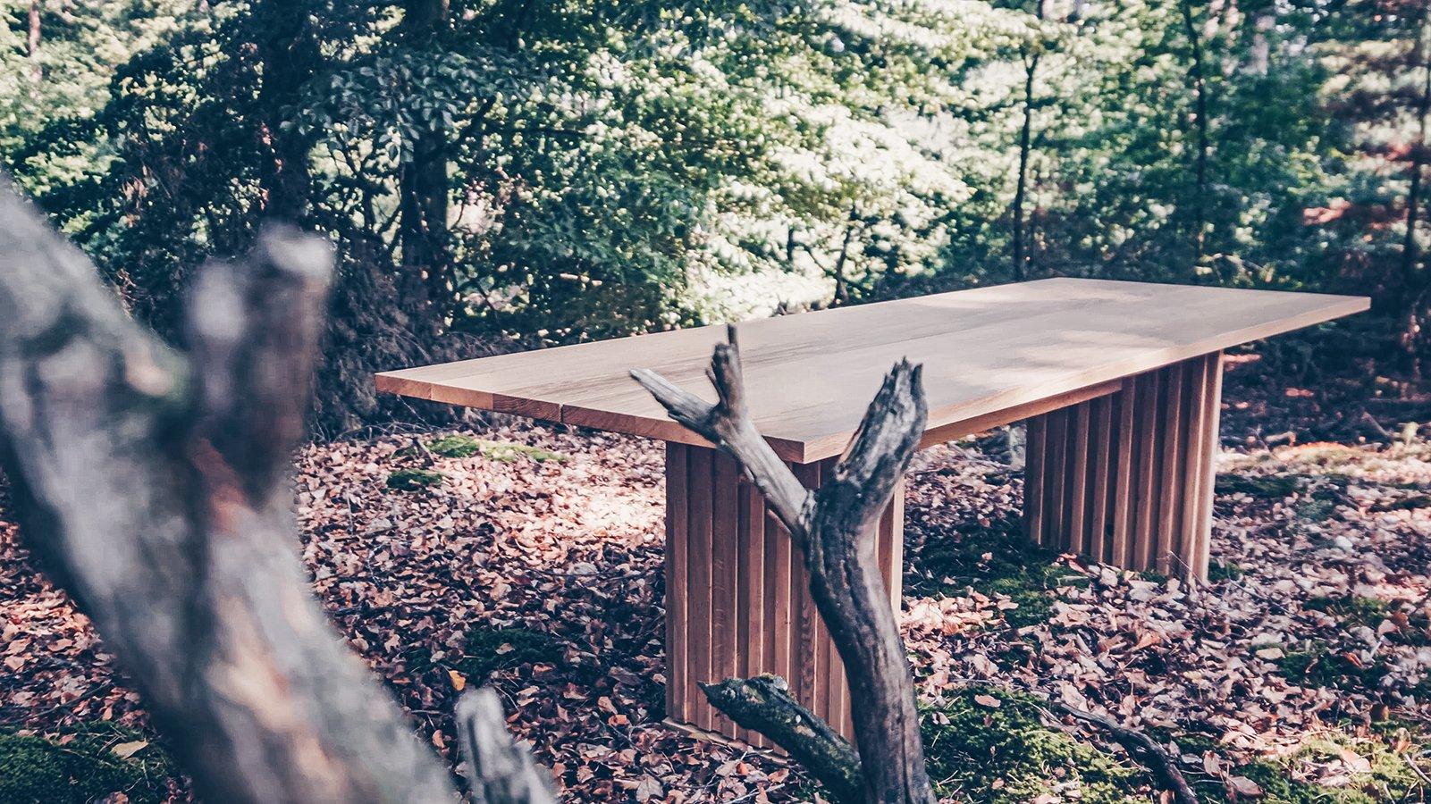 Tisch Wannerup mit Wangengestell im Wald